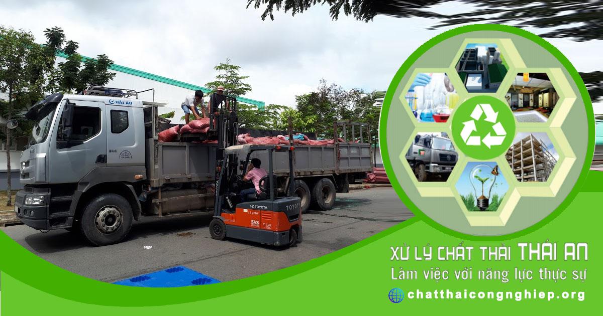 Xe chở bùn thải công nghiệp
